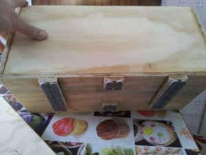 cassetta con rialzi e feltro